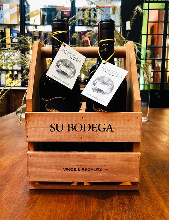 Cajoncito madera x 4 vinos: 2 Saurus / 2 Martín Bruno