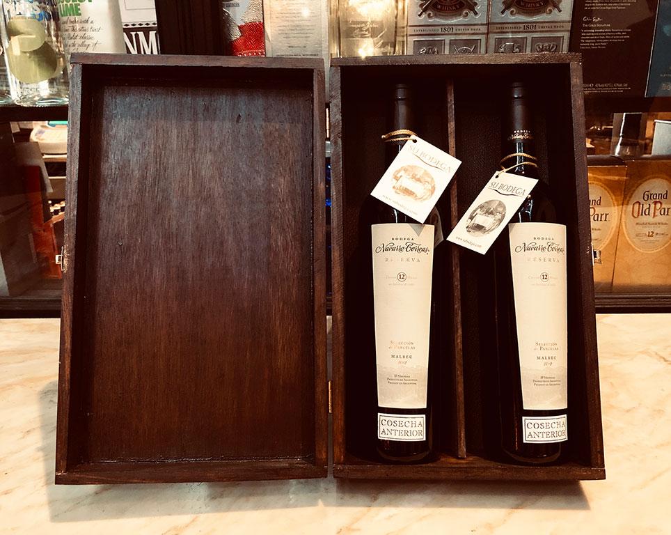 Estuche madera negra x 2 vinos Navarro Correas Reserva
