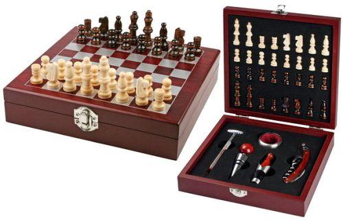 estuche con accesorios y ajedrez